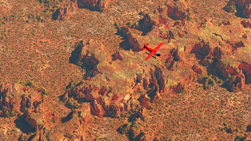 Antenne d'avion rouge volant au-dessus du paysage sec de désert images stock