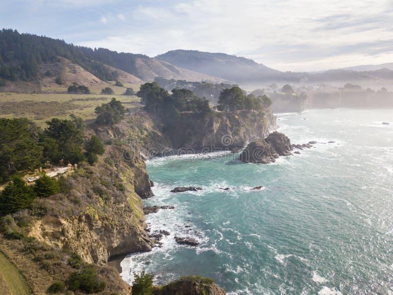 Antenne de côte rocailleuse de Mendocino en Californie du nord images libres de droits
