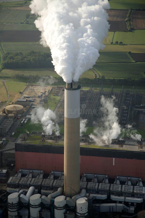 Antenne de cheminée de centrale électrique images stock