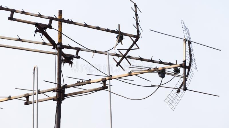 Antenne de construction d'individu pour regarder la TV image stock