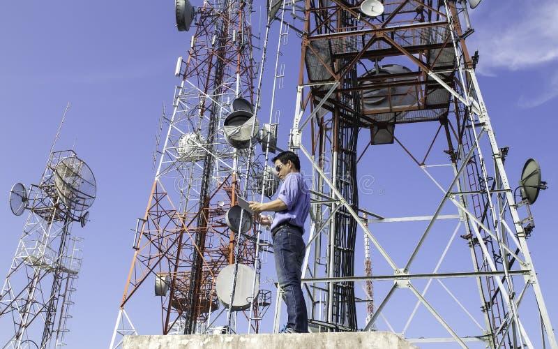 Antenne de contrôle de communications d'ingénieur photos libres de droits