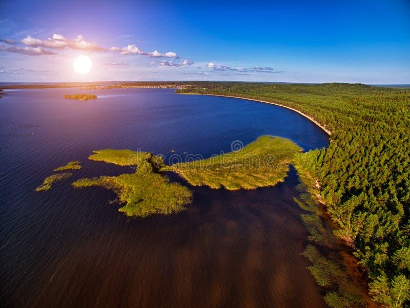 Antenne de coucher du soleil de lacs et de forêts karelia images libres de droits