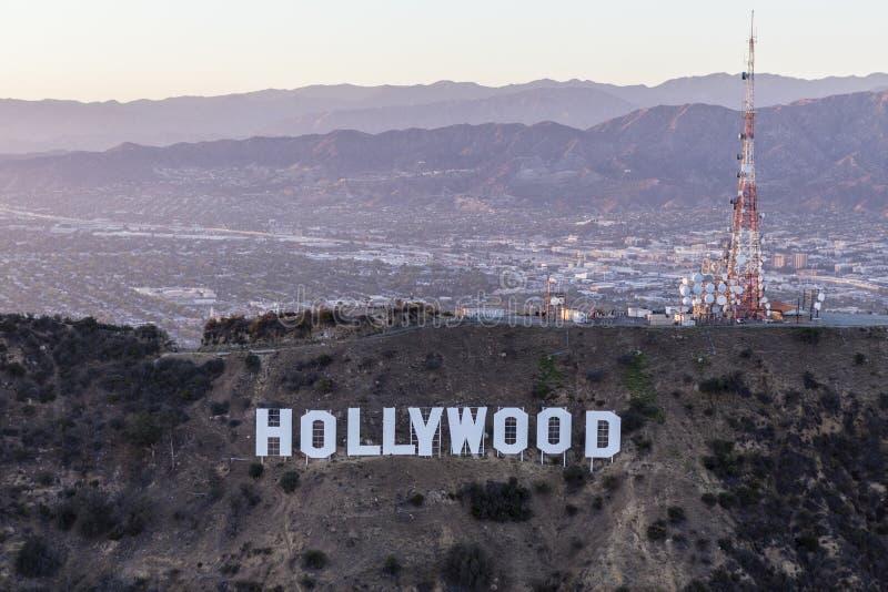Antenne de fin de l'après-midi du signe et du San Fernando Val de Hollywood image libre de droits
