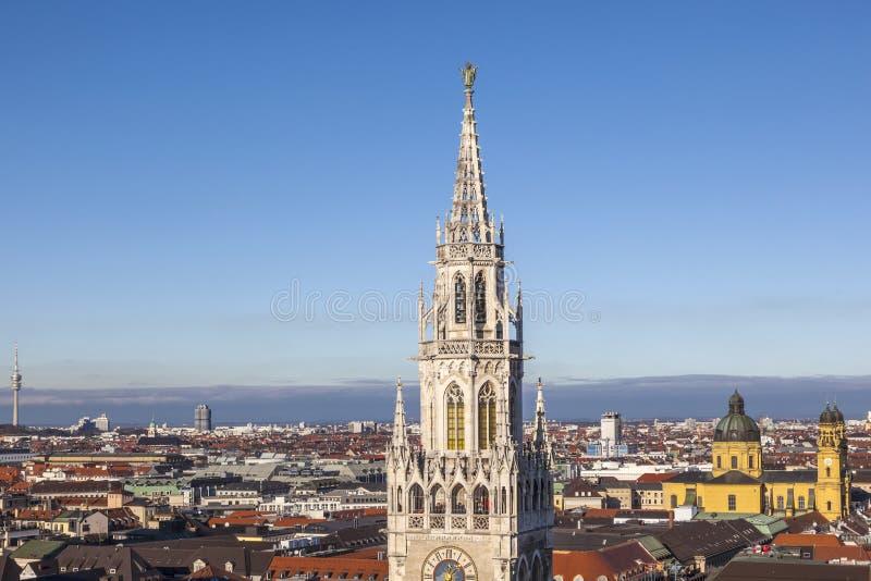 Antenne de Munich avec la tour du nouvel hôtel de ville photographie stock libre de droits
