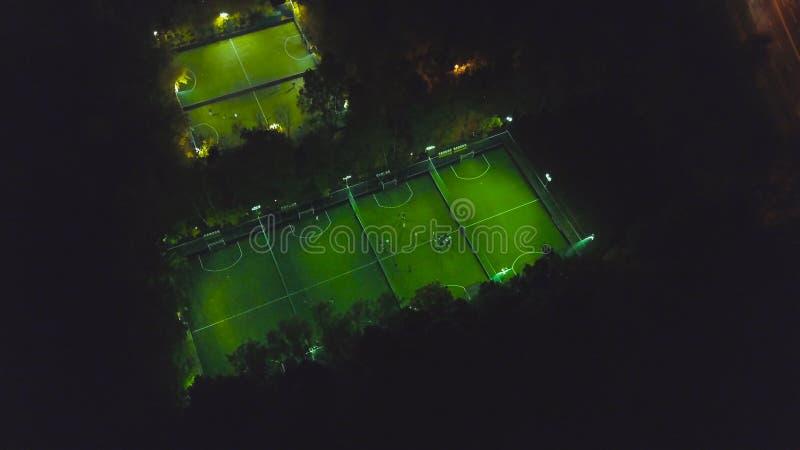 Antenne de nuit de terrain de football de Footbal clip Vue d'oeil d'oiseaux d'une cour du football du football Vue supérieure du  photo libre de droits