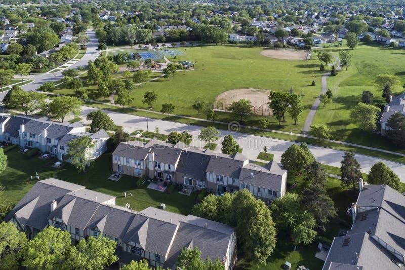 Antenne de terrain de jeu de maison urbaine de voisinage photos libres de droits