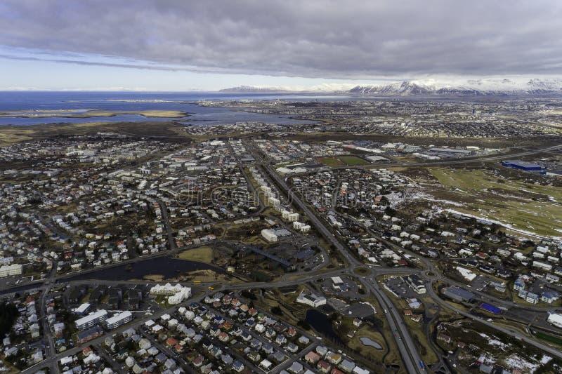 Antenne de ville de Hafnarfjordur et de Reykjavik image stock