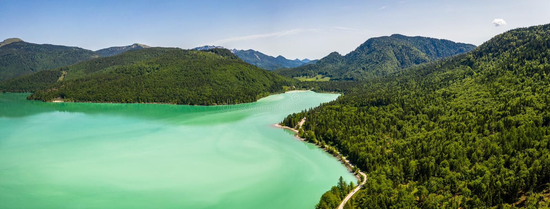 Antenne de Walchensee de lac avec la montagne Jochberg, Bavière, Allemagne de Herzogstand images libres de droits
