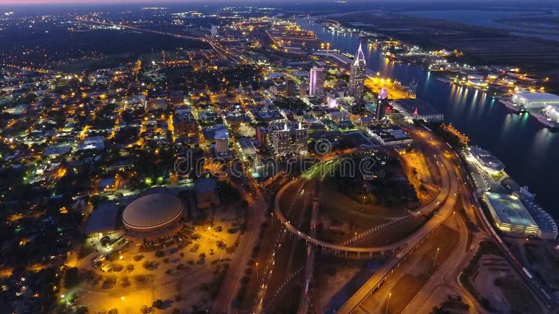 Antenne der Stadt nachts lizenzfreie stockfotografie