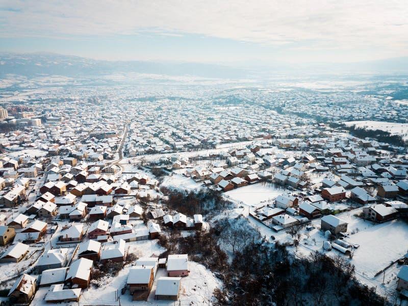 Antenne des dessus de toit couverts de neige photo libre de droits
