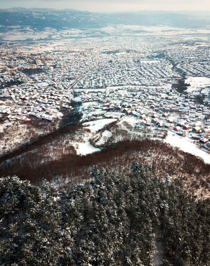 Antenne des dessus de toit couverts de neige photos libres de droits