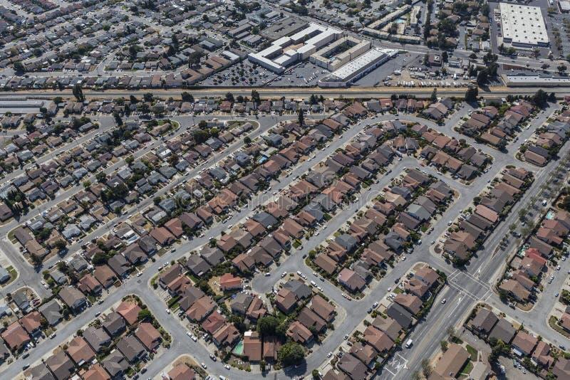 Antenne des maisons de classe moyenne dans San Leandro près d'Oakland Califor photographie stock
