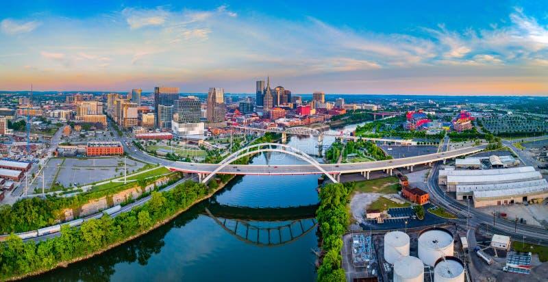 Antenne et rivière Cumberland d'horizon de bourdon de Nashville Tennessee TN photos libres de droits