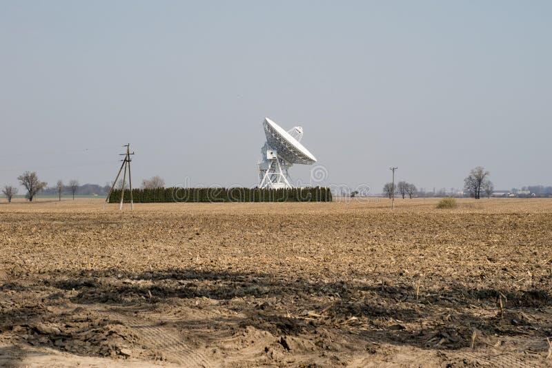 Antenne in het astronomische waarnemingscentrum Ruimte devic observatie stock afbeeldingen