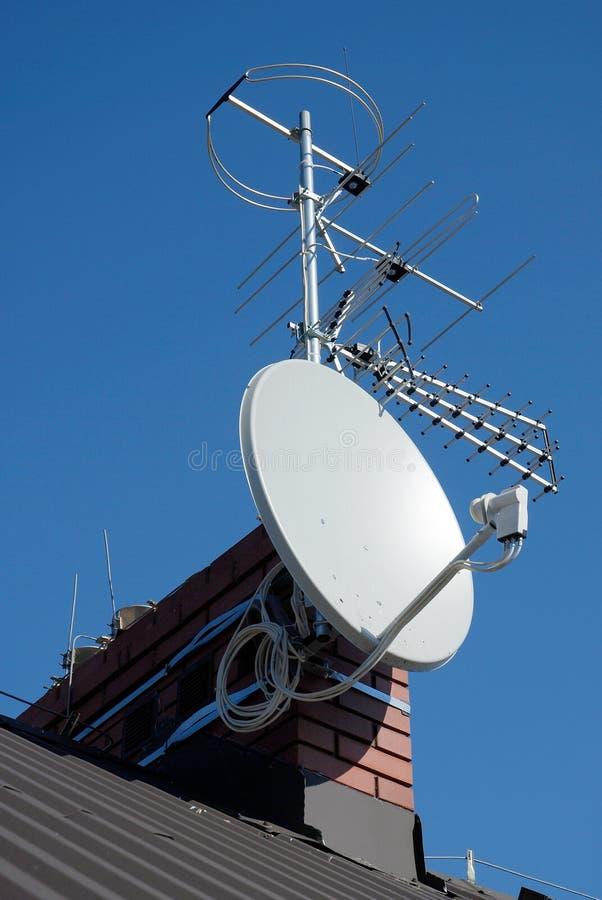 Antenne réglée sur la cheminée images libres de droits