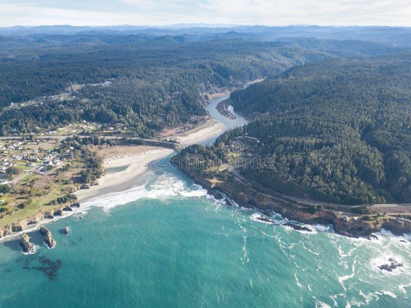 Antenne schönen Mendocino-Ufers in Nord-Kalifornien lizenzfreie stockfotografie