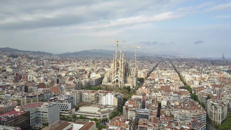 Antenne van beroemde Sagrada Familia wordt geschoten - Basiliek en Expiatory Kerk van de Heilige Familie in Barcelona, Spanje dat royalty-vrije stock foto's