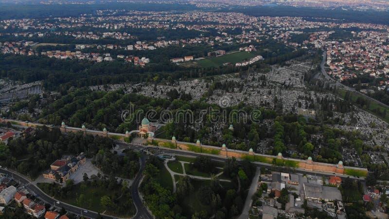 Antenne van de begraafplaats Mirogoj in Zagreb, Kroatië wordt geschoten dat royalty-vrije stock foto