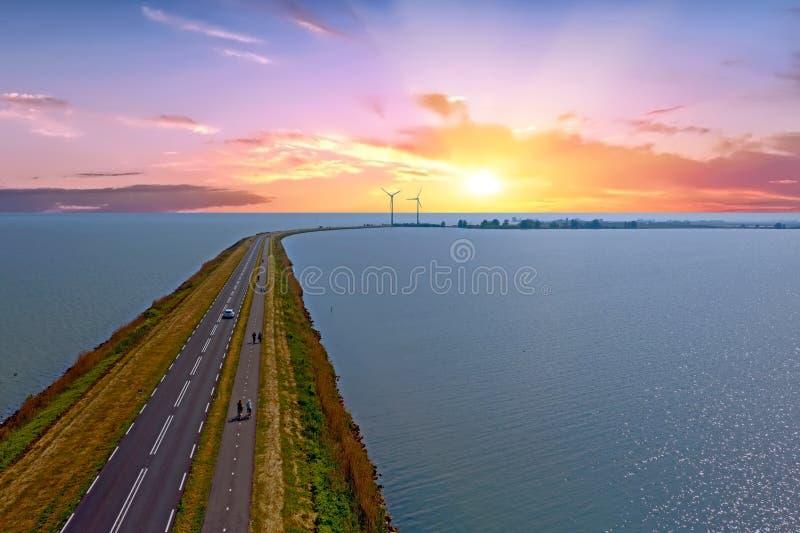 Antenne van de Dijk aan Marken in Nederland royalty-vrije stock foto