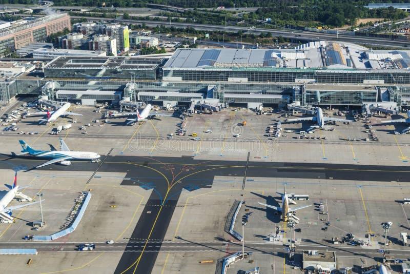 Antenne van de Internationale Luchthaven van Frankfurt stock fotografie