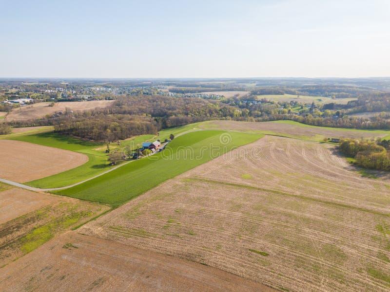 Antenne van de Kleine die Stad door landbouwgrond in Shrewsbury, P wordt omringd royalty-vrije stock afbeeldingen