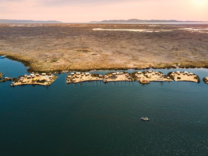 Antenne van drijvende eilanden royalty-vrije stock afbeelding