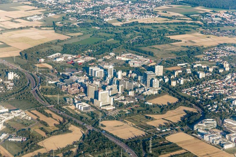 Antenne van Eschborn, Duitsland met wolkenkrabber stock foto's