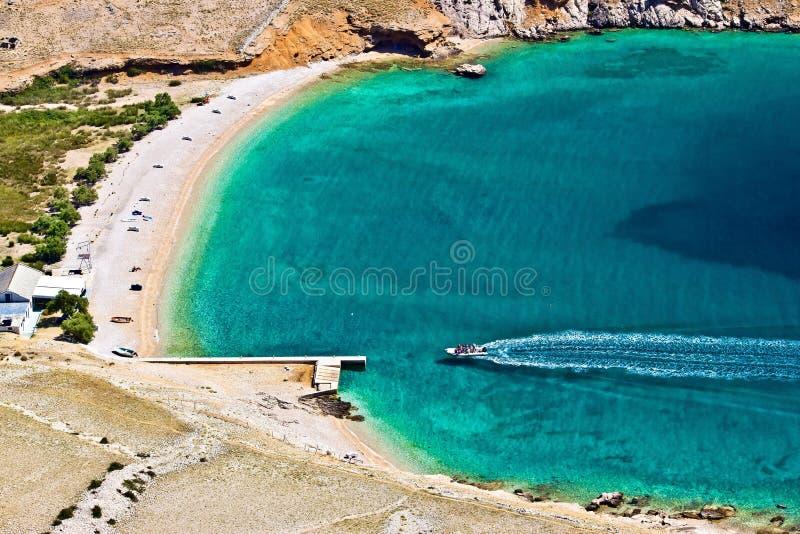 Antenne van het luka de turkooise strand van velum, Krk, Kroatië stock fotografie