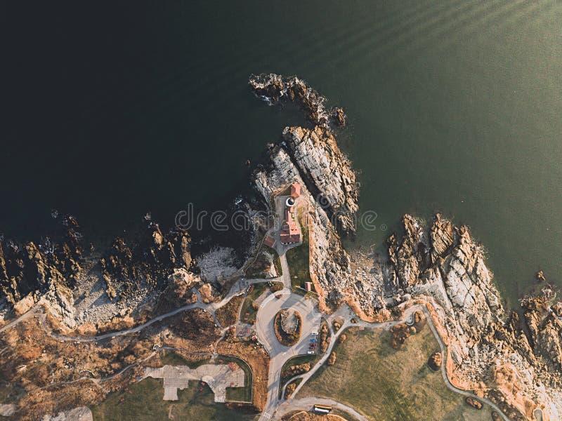 Antenne van mooie rotsachtige kust wordt geschoten die royalty-vrije stock foto's