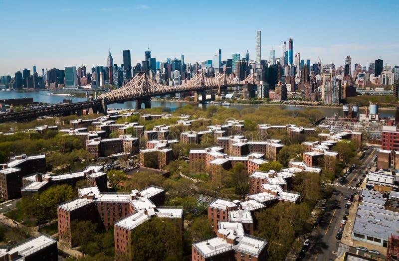 Antenne van Queensborough-brug en Manhattan van de binnenstad royalty-vrije stock afbeeldingen