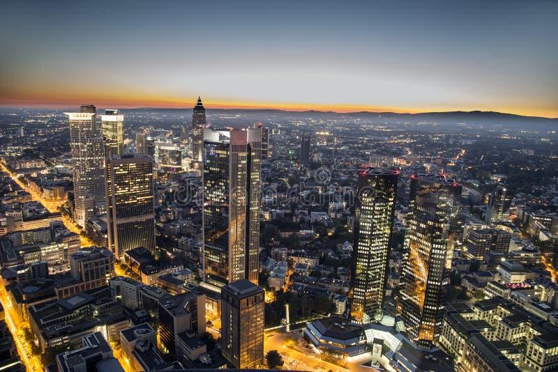 Antenne van 's nachts Frankfurt royalty-vrije stock afbeeldingen