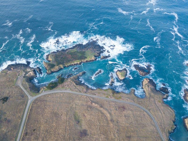Antenne van Vreedzame Oceaan en Mooie Mendocino-Kust stock fotografie