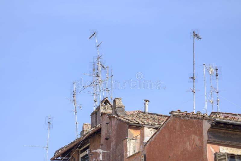 Antennen auf den Dächern von Rom lizenzfreies stockfoto