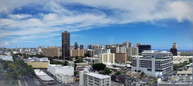 Antennen av Honolulu, Diamond Head, Waikiki, byggnader, parkerar, hotell och andelsfastigheter royaltyfri fotografi
