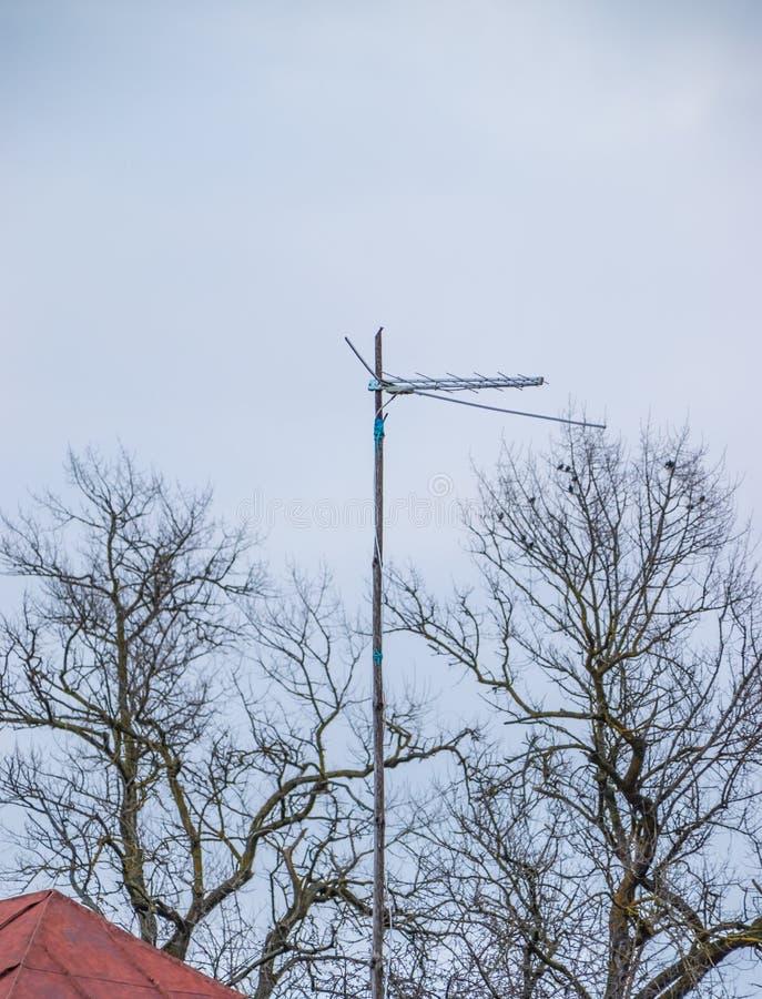 Antennenentsprechung auf dem Mast für das Empfangen eines Funksignals stockfotos