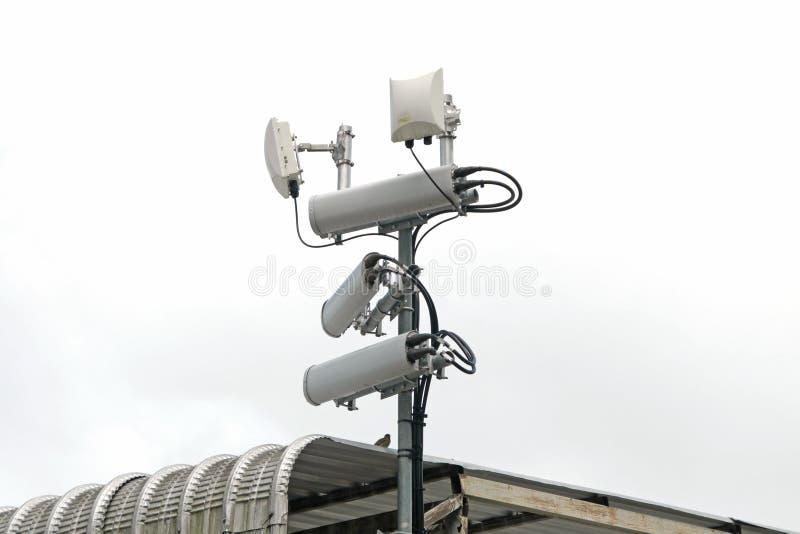 Antennes des systèmes cellulaires mobiles avec le répétiteur de point chaud de wifi photo stock
