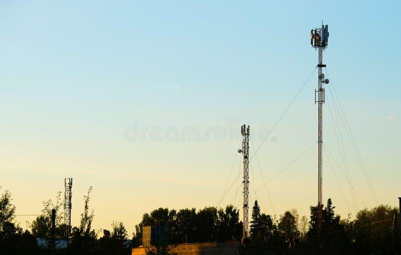 Antennes van cellulaire mededeling stock foto's