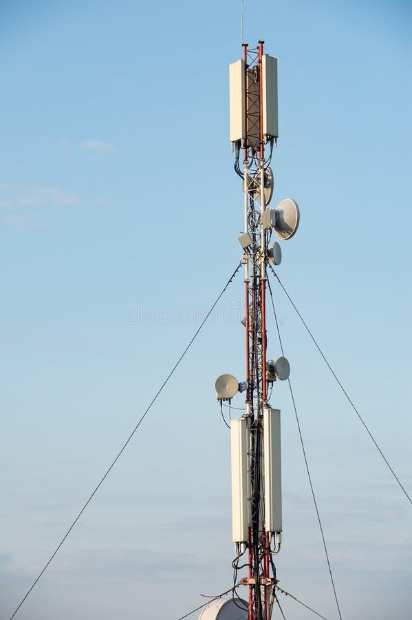 Antennförlagematareutrustning för mobila kommunikationer och radio arkivbild
