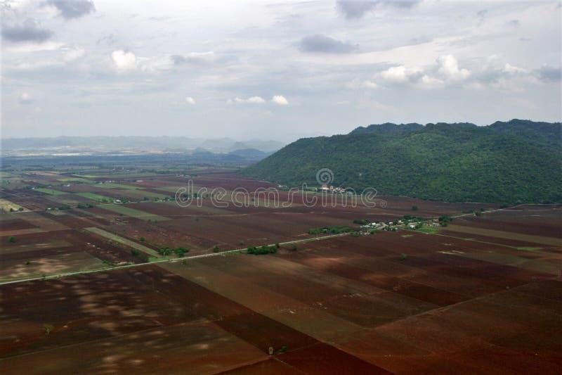 Antennskott av landskapet i Thailand royaltyfri fotografi