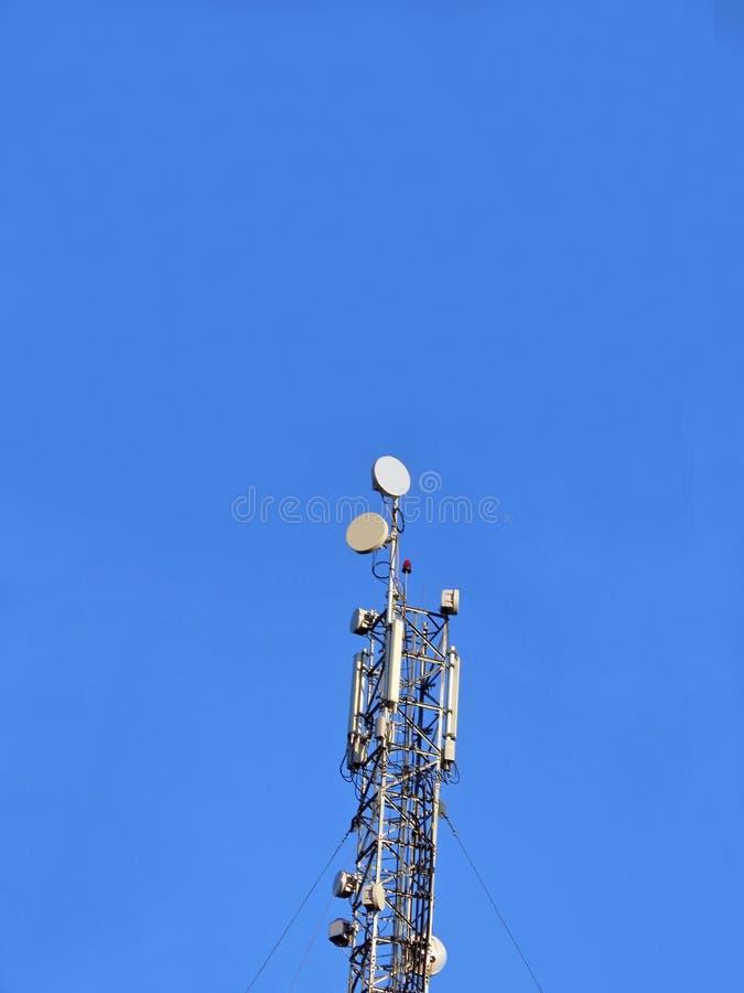anteny antenne gsm telefon komórkowy pilonu telecom zdjęcia stock