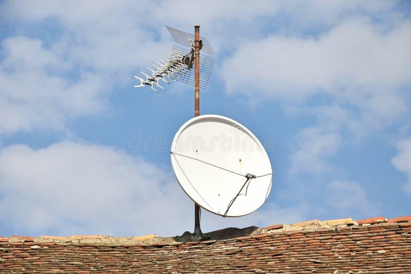 Anteny na dachu dom fotografia stock
