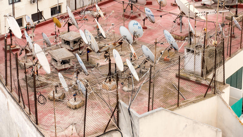 Anteny satelitarne na dachu w Casablanca obrazy royalty free