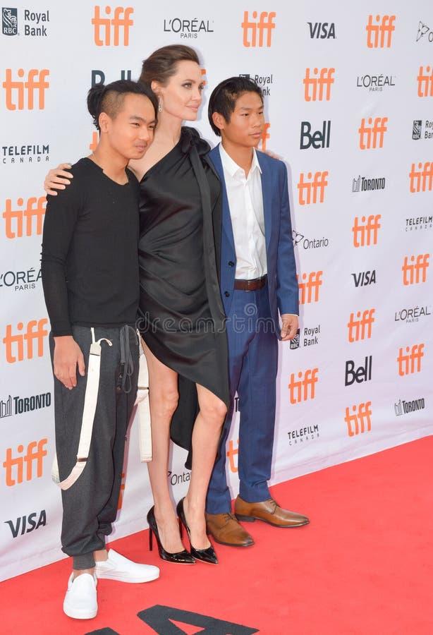 Anteprima mondiale di ` in primo luogo hanno ucciso il mio ` del padre con direttore Angelina Jolie al festival cinematografico d immagine stock