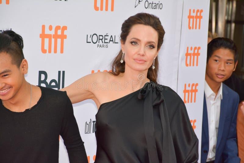 Anteprima mondiale di ` in primo luogo hanno ucciso il mio ` del padre con direttore Angelina Jolie al festival cinematografico d fotografia stock libera da diritti