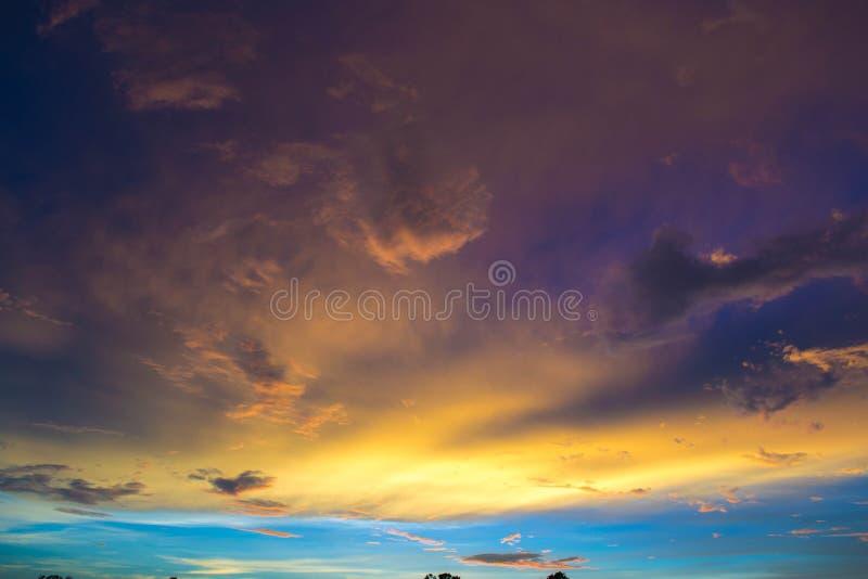 Antes da tempestade, montes da acácia, 2013 foto de stock royalty free