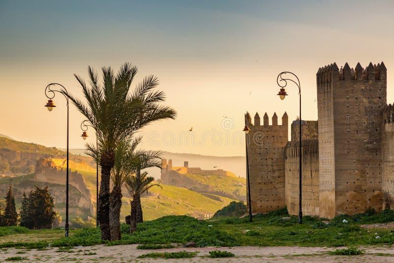 Antes de las paredes de Medina Fes, Marruecos foto de archivo