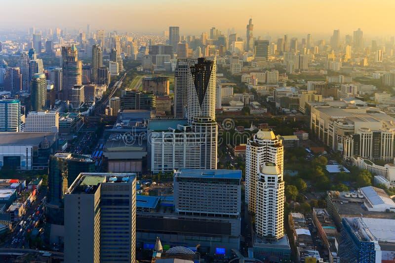Antes de puesta del sol sobre la opinión regional céntrica de la ciudad de Bangkok, Tailandia fotos de archivo