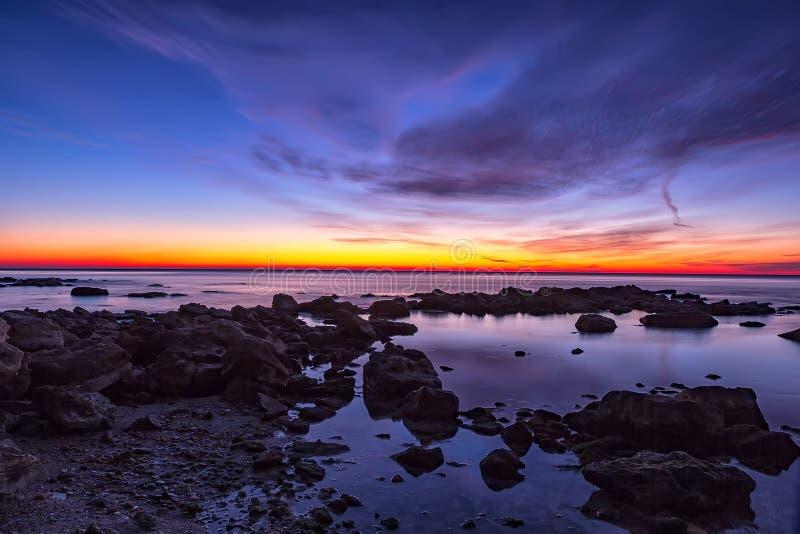 Antes de salida del sol sobre el mar imagen de archivo libre de regalías
