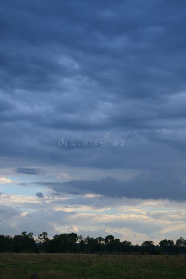 Antes de tormenta imagenes de archivo