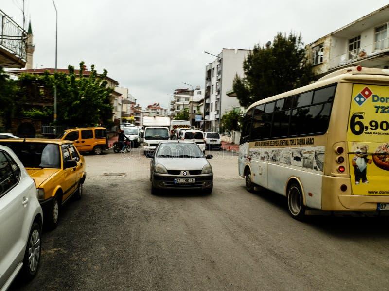 ANTHALYA,土耳其, 7月7,2017交通堵塞在土耳其镇 免版税库存图片
